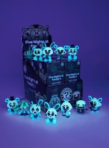 Фигурка с набора Mystery Mini Glow-in-the-Dark светятся в темноте) FNAF - фото 15399
