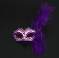 Фиолетовая венецианская маска с розой и перьями купить