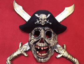 Пиратская маска с кинжалами купить в Москве