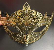 Золотистая карнавальная маска в форме короны купить в Москве