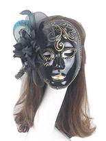 Черная карнавальная венецианская маска с цветком и перьями купить в Москве