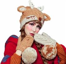 Вязаная шапка с ушками и рогами Олененок купить в Москве