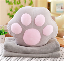 Мягкая игрушка подушка кошачья лапка с пледом купить в Москве